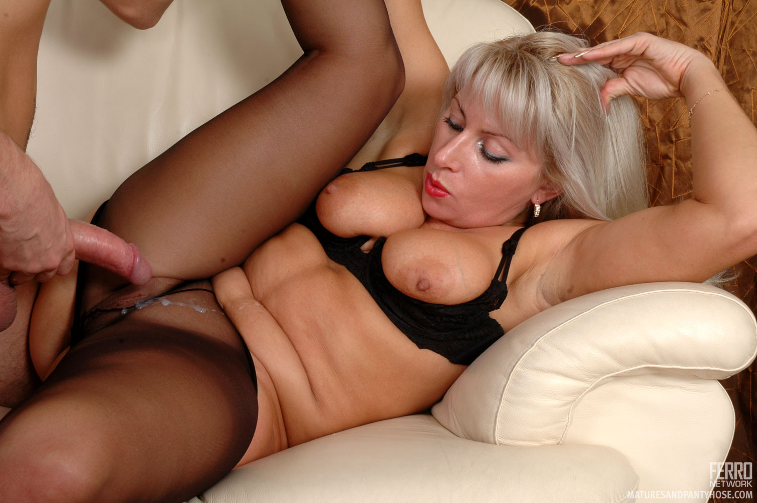 Mature stocking sex with joclyn