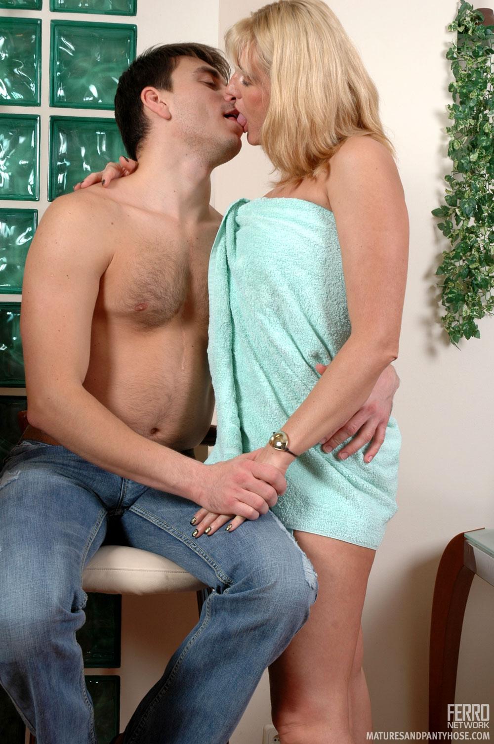 Сексуальная тетя с племянником 9 фотография