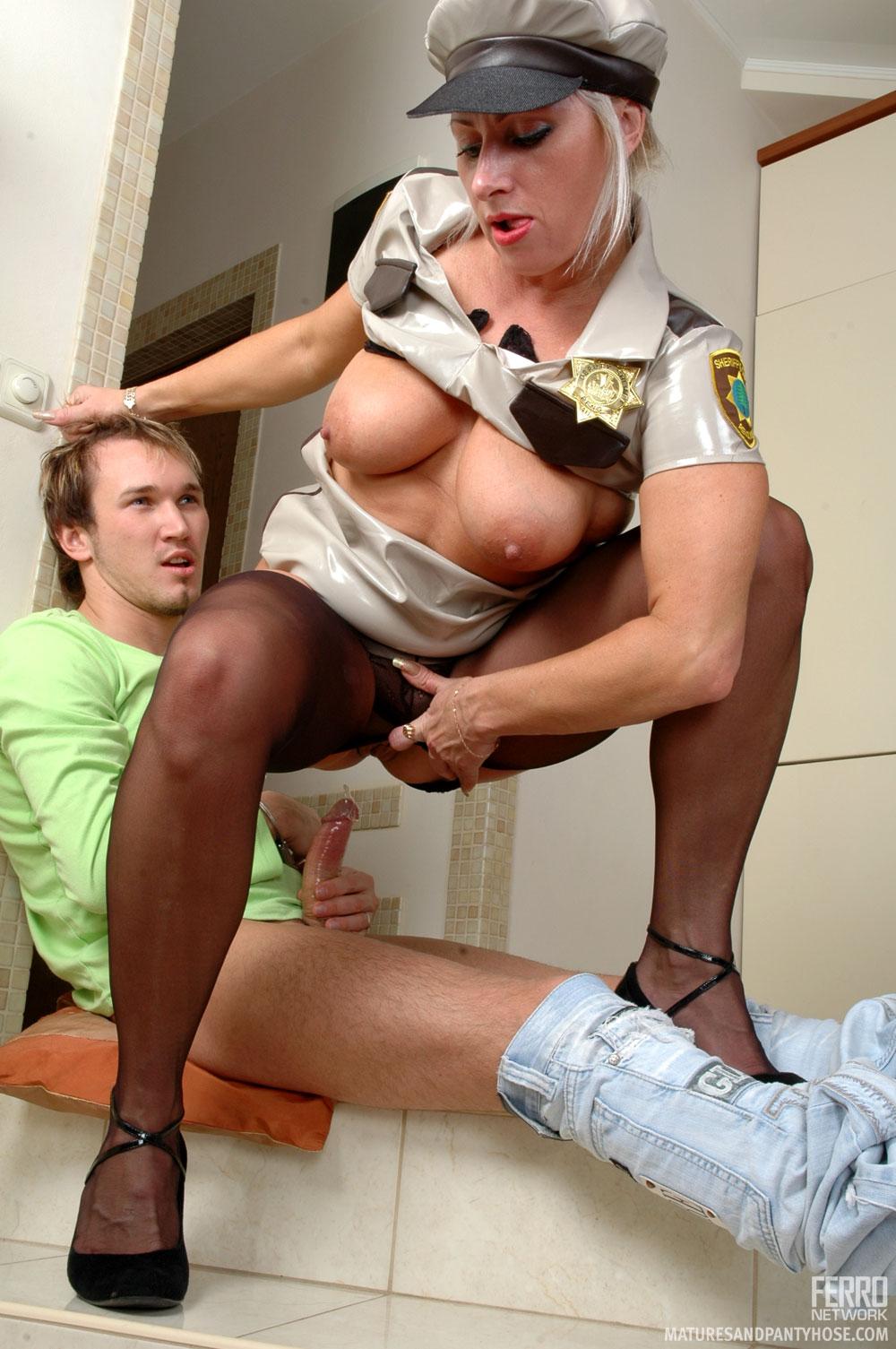 Трахнул женщину полицейского 13 фотография